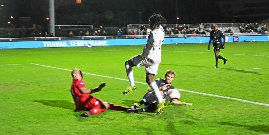 Arthur Zagre a failli surprendre par deux fois, en fin de première mi-temps, le gardien Lugier et le défenseur Delalande.