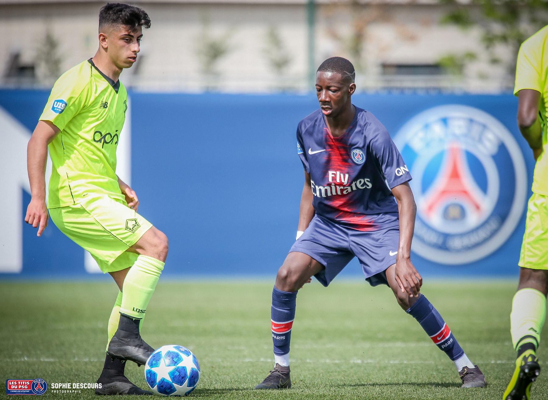 Bandiougou Fadiga milieu de terrain U19 pendant le match PSG-LOSC