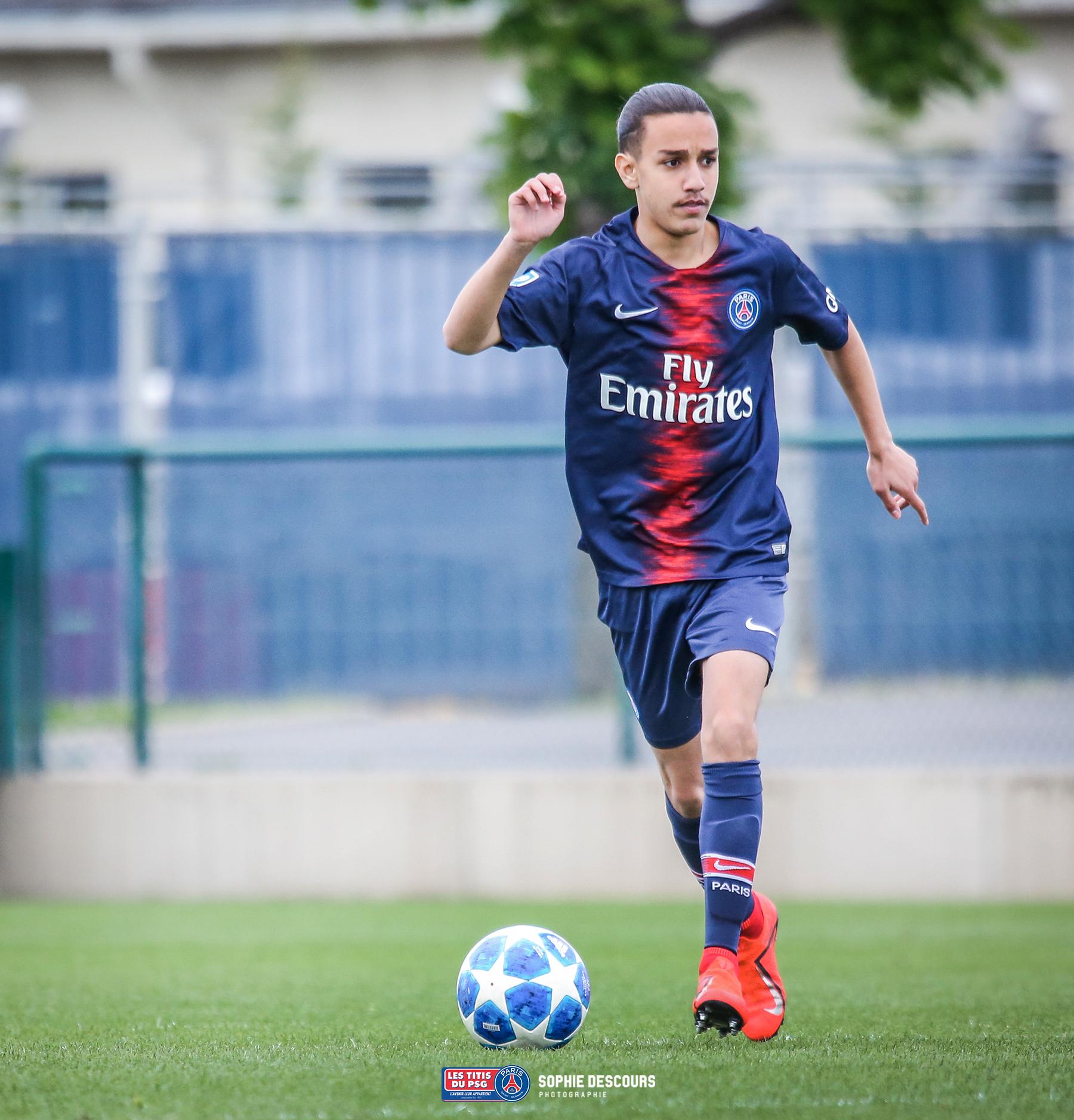 Massinissa Oufella milieu de terrain des U19 pendant PSG US Boulogne