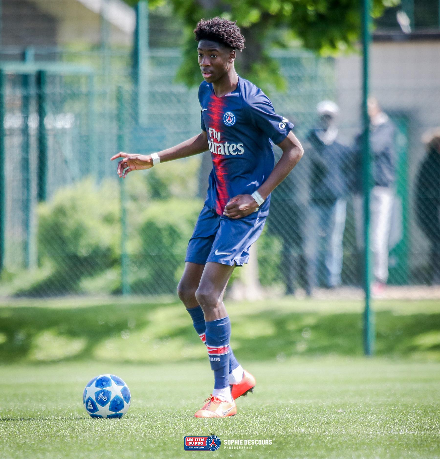 Maxen Kapo milieu défensif U19 pendant PSG-US Boulogne