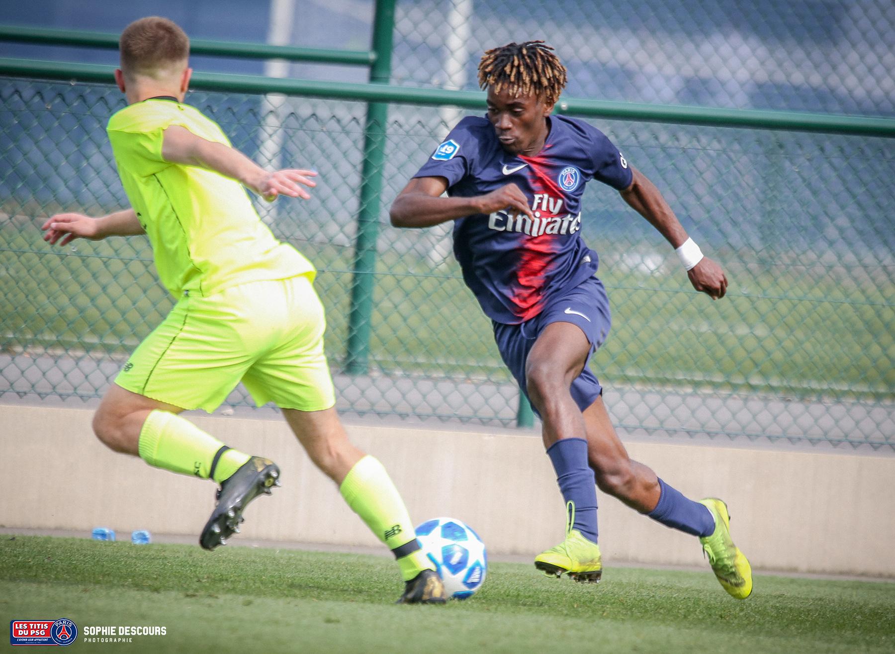 Richard Makutungu latéral droit U19 pendant le match PSG-LOSC le 21/04/2019