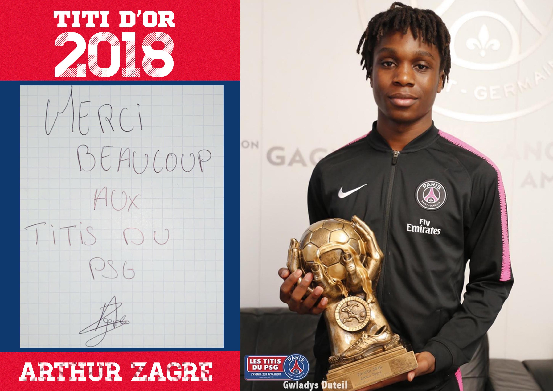 Arthur Zagré recevant son trophée du titi d'or 2018.